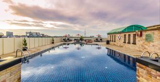Nova Suites Pattaya - Pattaya - Piscina