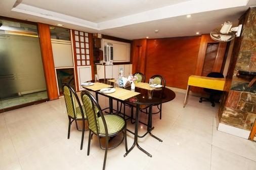 巴里貢格 - 拉特納卡爾法布飯店 - 加爾各答 - 餐廳