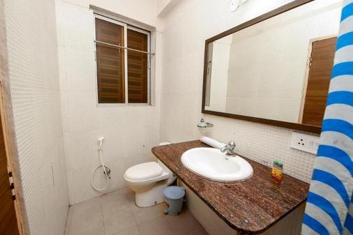 巴里貢格 - 拉特納卡爾法布飯店 - 加爾各答 - 浴室