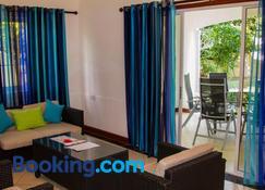 Chez Augustine - Baie Lazare - Living room