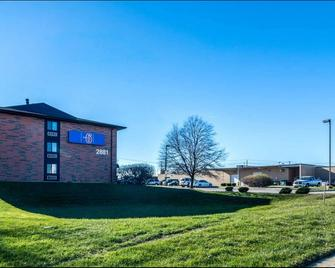 Motel 6 Elk Grove Village - O'Hare - Elk Grove Village - Building