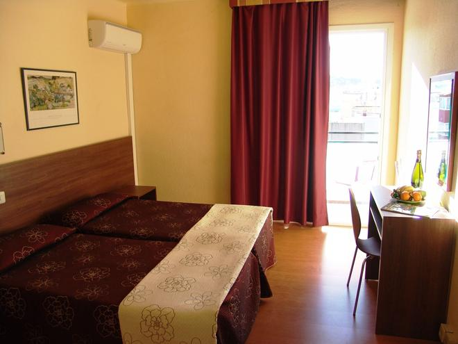 金沙酒店 - Canet de Mar - 臥室