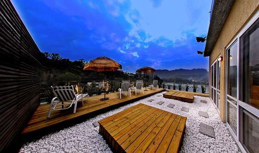 Sun Moon Lake Karuizawa Villa B&b - Yuchi