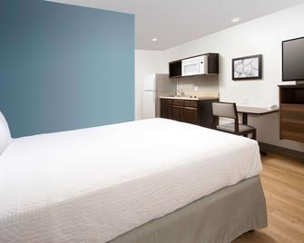 Woodspring Suites Columbus Fort Benning Bldg 2 - Columbus - Bedroom