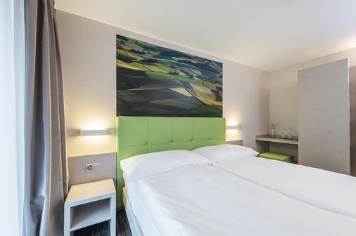 Adhhoc Hotel - Naters - Schlafzimmer