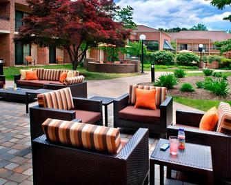 Courtyard by Marriott Hartford/Windsor Airport - Windsor - Patio