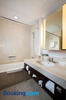 Hotel Santika Premiere Malang - Malang - Bathroom