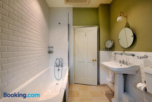 The Stag and Huntsman - Henley-on-Thames - Bathroom