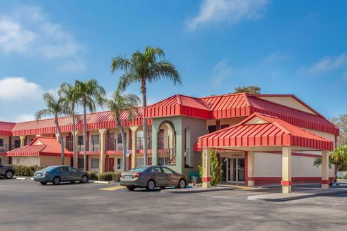 Super 8 by Wyndham Clearwater/US Hwy 19 N - Clearwater - Toà nhà