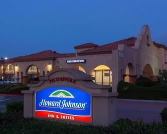 Howard Johnson Hotel & Suites by Wyndham Pico Rivera - Pico Rivera - Building