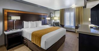 Comfort Inn & Suites Near Universal - N. Hollywood - Burbank - Los Angeles - Bedroom