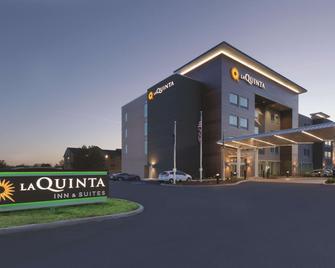 La Quinta Inn & Suites by Wyndham Terre Haute - Terre Haute - Building