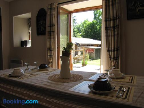 L'Ecurie - chambres d'hôtes - La Pommeraye - Dining room
