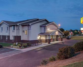 Super 8 by Wyndham Christiansburg/Blacksburg Area - Christiansburg - Edificio