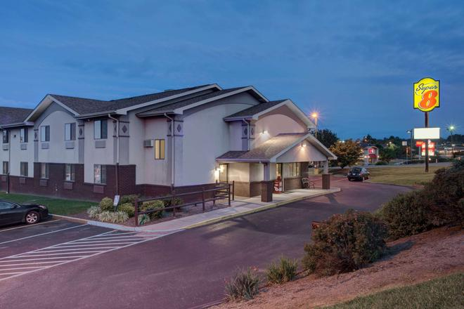 Super 8 by Wyndham Christiansburg/Blacksburg Area - Christiansburg - Gebäude