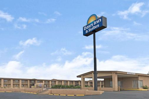 Days Inn & Suites by Wyndham Santa Rosa - Santa Rosa - Rakennus