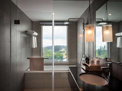 Pullman Miri Waterfront - Miri - Bathroom