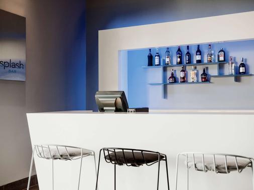普爾曼美里海濱酒店 - 米里 - 酒吧