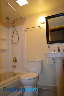 Gorge View - Niagara Falls - Bathroom