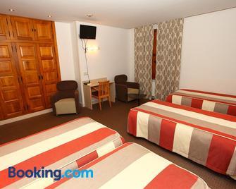 Hotel Monasterio de Leyre - Yesa - Bedroom