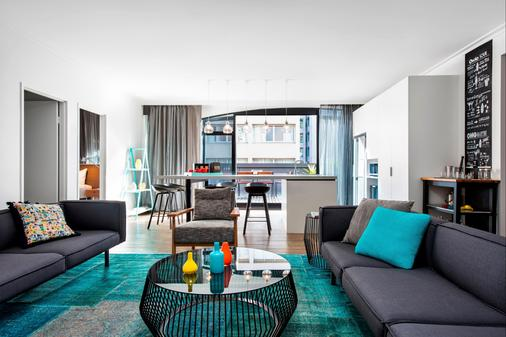 Ovolo Laneways - Melbourne - Living room