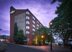 Waterfront Hotel Downtown Burlington - Burlington - Building
