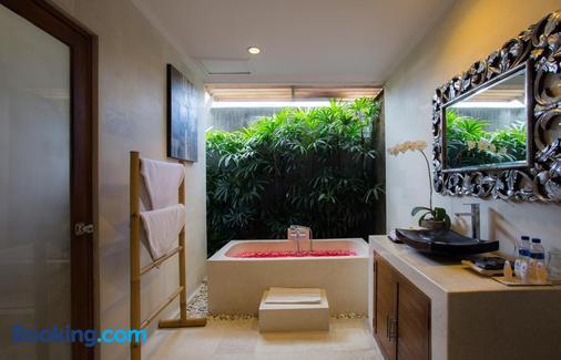 Sandi Agung Villa - Kuta - Bathroom