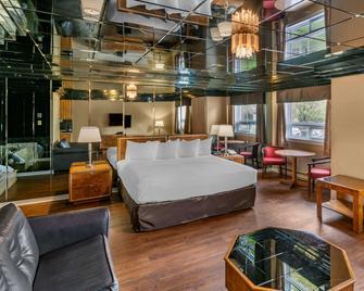 Econo Lodge - Brossard - Bedroom
