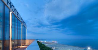 Hotel Europa - Lignano Sabbiadoro - Outdoors view