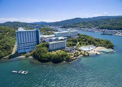 Toba Seaside Hotel - Toba - Building