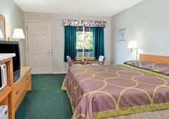 Super 8 by Wyndham Auburn - Auburn - Schlafzimmer