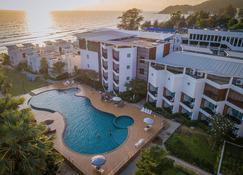 聖特羅佩斯海灘渡假式酒店 - 他邁 - 尖竹汶 - 游泳池