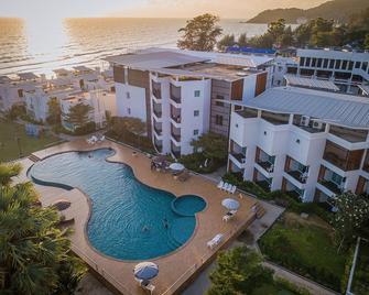 Saint Tropez Beach Resort Hotel - Chanthaburi - Havuz