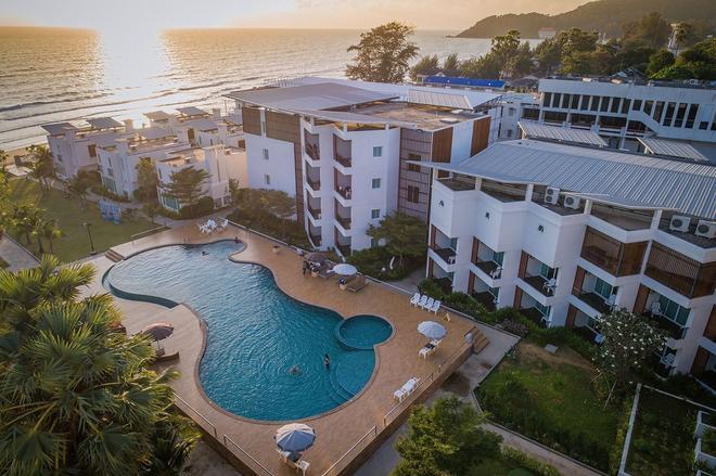 Saint Tropez Beach Resort Hotel - Chanthaburi - Uima-allas