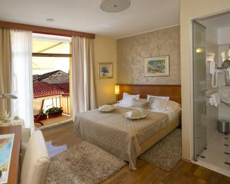 Royal Suites - Split - Bedroom