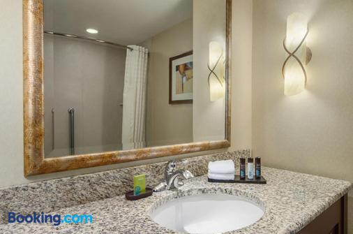 Embassy Suites by Hilton San Marcos Conference Center & Spa - San Marcos - Bathroom