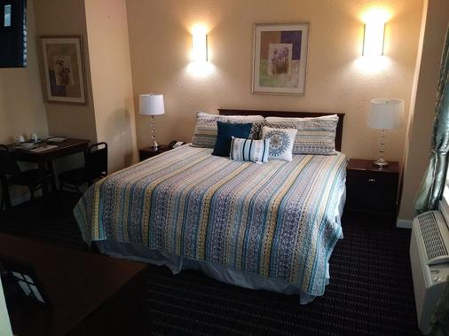 Athens Hotel Suites - Houston - Bedroom
