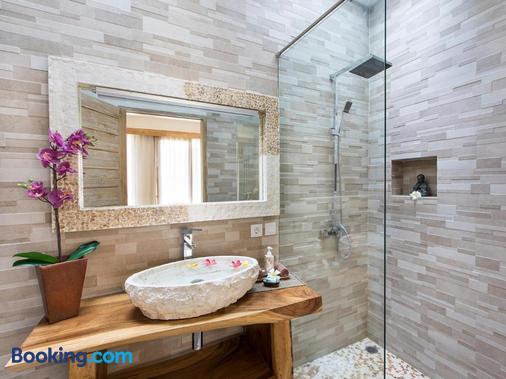 Exotica Bali Villa Bed and Breakfast - North Kuta - Bathroom