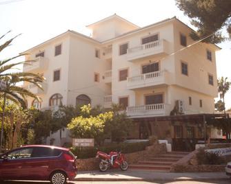 Apartamentos La Cabanya - Каньямель - Building