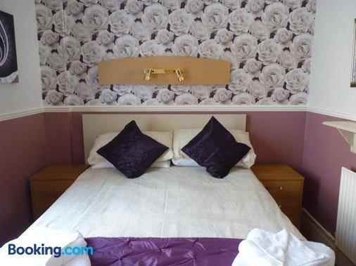 The Avon - Blackpool - Bedroom