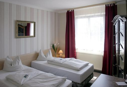 Bavaria Safari Hotel - Dachau - Bedroom