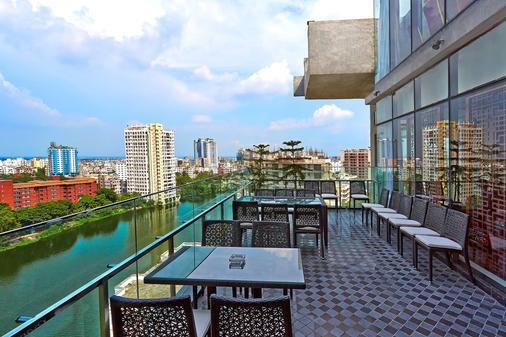 Six Seasons Hotel - Ντάκα - Μπαλκόνι