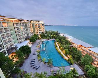 Royal Phala Cliff Beach Resort and Spa - Rayong - Zwembad