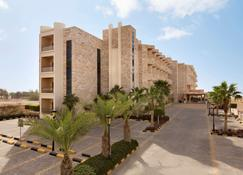 Ramada Resort by Wyndham Dead Sea - Sweimeh - Building
