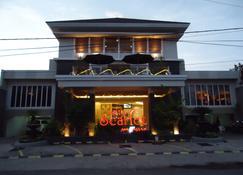 Hotel Scarlet Makassar - Makassar - Edificio