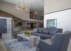 Whitewater Inn - Big Sky - Living room