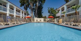 Motel 6 Thousand Oaks, CA - Newbury Park - Pool