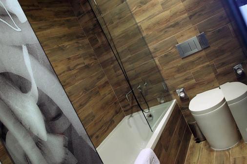 Room Mate Pau - Barcelona - Bathroom