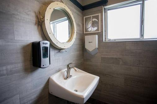 Ocean Park Hotel - Santa Monica - Bathroom