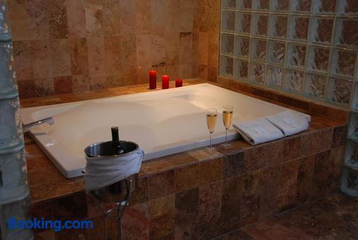 Hotel Casa Antigua - Oaxaca - Bathroom